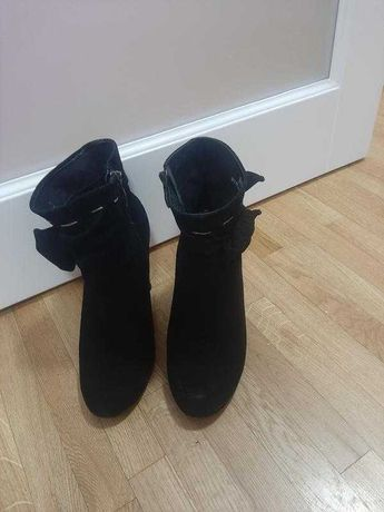 Замшеві черевички