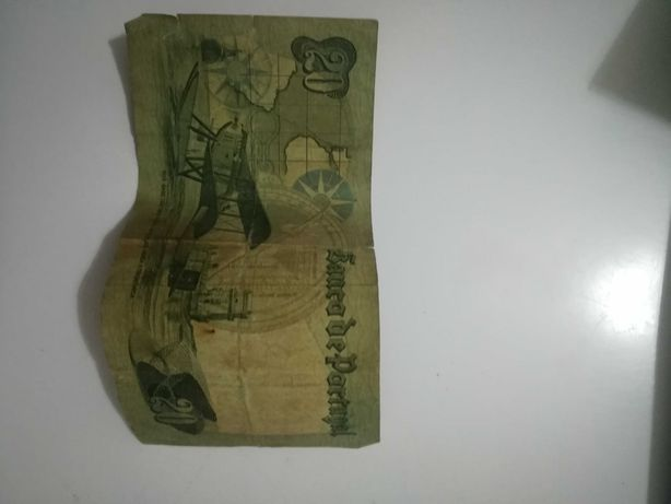 Duas notas de 20 escudos 1978