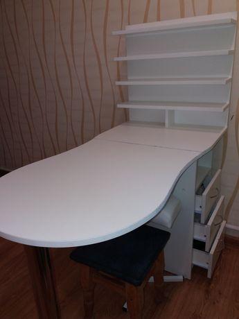 Продам маникюрный стол.