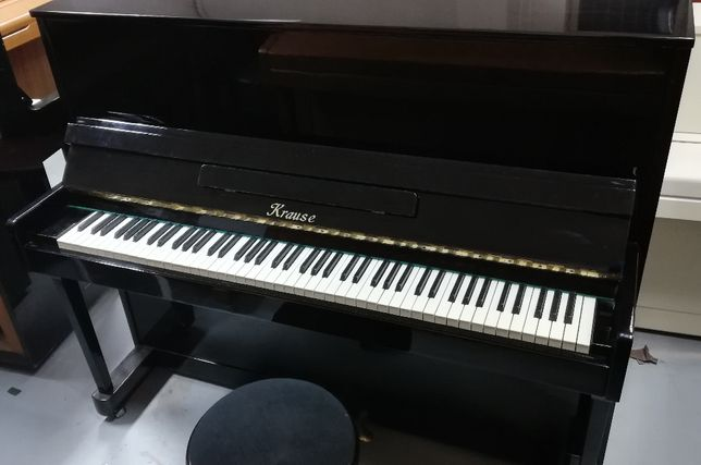 """Czarne pianino """"Krause"""""""