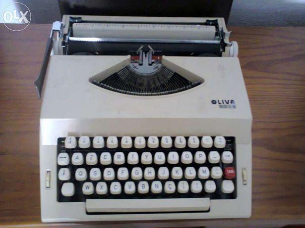 Máquina de escrever oliva