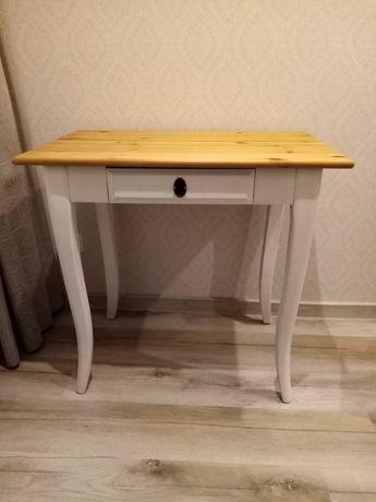 Stolik-biurko z drzewa sosnowego.
