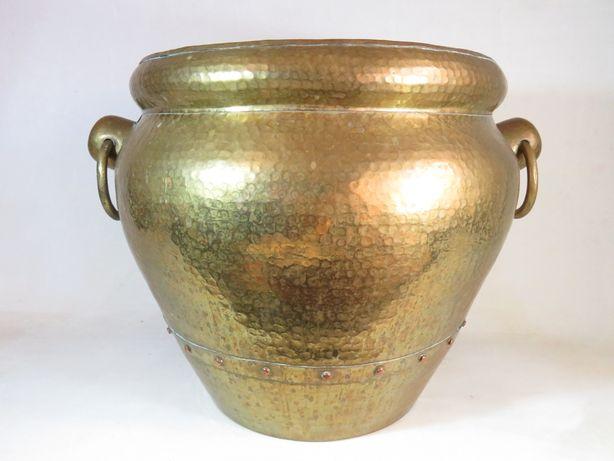 Grande Vaso em bronze martelado.