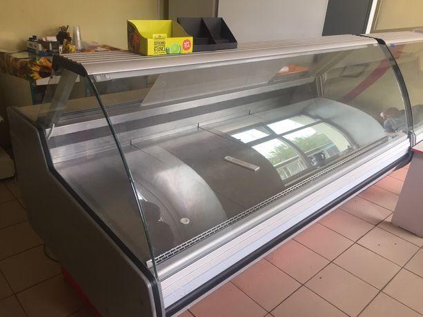 . Продам холодильное оборудование, есть 2 витрины и 1 шкаф