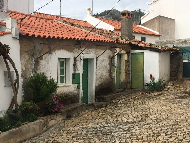 Casas para recuperar na bonita Aldeia de Penha Garcia