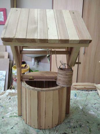 Studzienka dekoracja z drewna