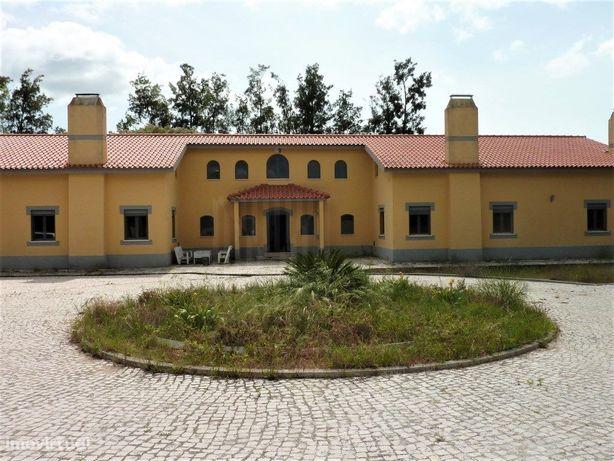 Quinta remodelada em Palmela com 7.454 m2 de terreno