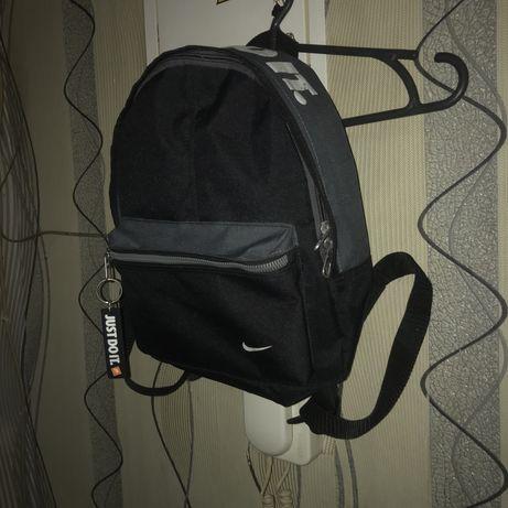 Рюкзак , портфель nike сумка мессенжер