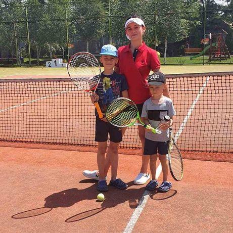 Дівчина або хлопець для  занять  з дітьми, в напрямку великого тенісу