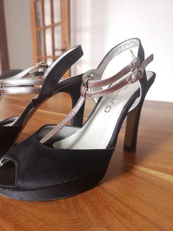 Vendo sandalia preta de ocasião nr 39