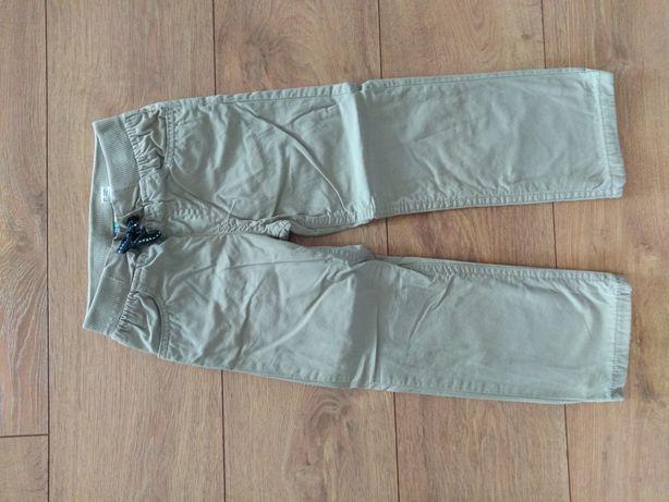 Spodnie chłopięce r. 104
