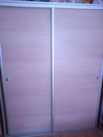 drzwi do szafy z prowadnicami