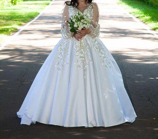 Весільна сукня у гарному стані по привабливій ціні