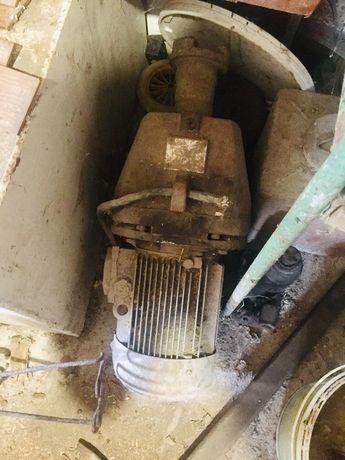 Продам електромотор, двигун з редуктором 3,2кв
