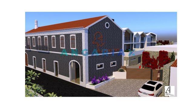 Casa senhorial para recuperar com 2 andares e com projeto de Arquitetu