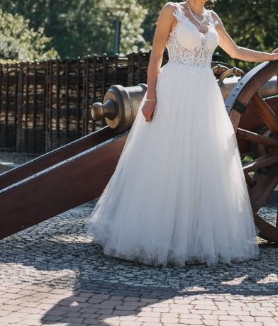 Przepiękna suknia ślubna w kształcie litery A rozm. 36/38