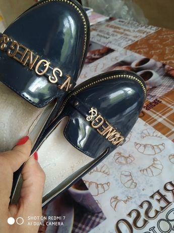 Туфли лаковые на  девочку