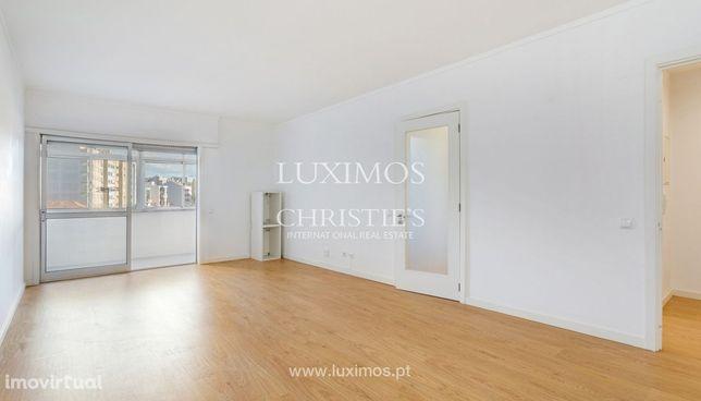 Apartamento remodelado, para venda, em Matosinhos