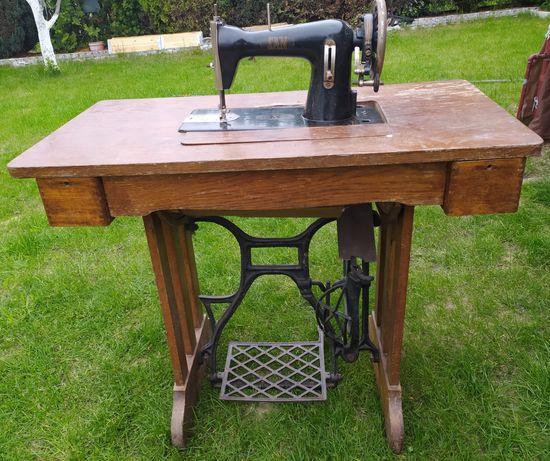 Stara, zabytkowa, maszyna do szycia SAN, stol, stolik