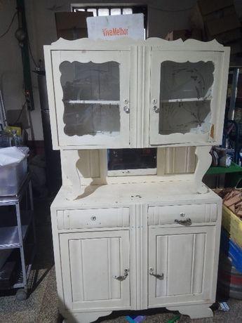 Armário de cozinha em pinho antigo