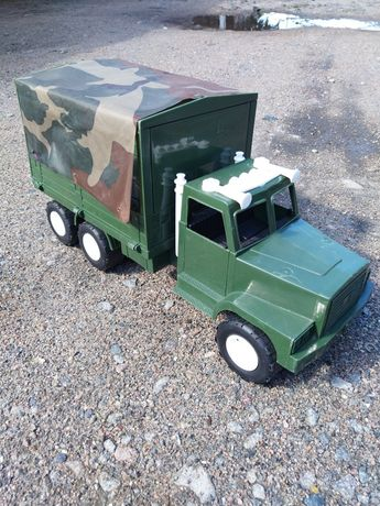 Продам машинку военый грузовик