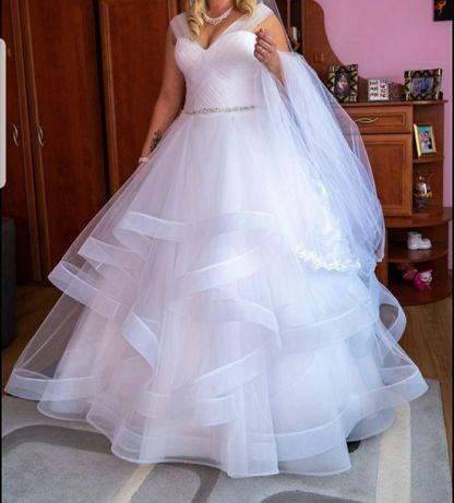 Suknia Ślubna+2 welony gratis, pasek oraz osoba do włosów.