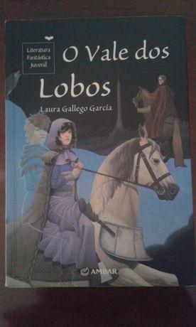 """Livro juvenil """"O vale dos lobos"""""""
