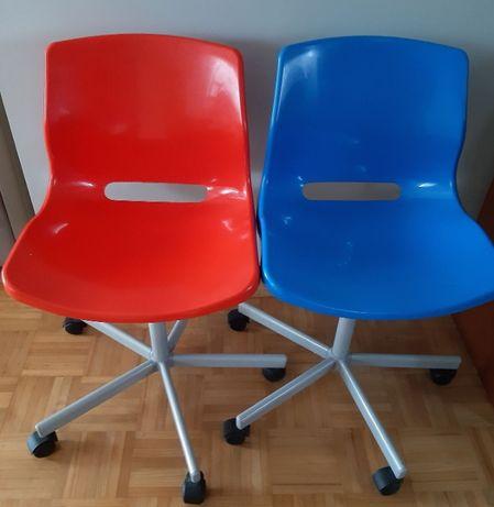 Krzesło obrotowe, 2 szt. kolor niebieski i czerwony, ikea snille