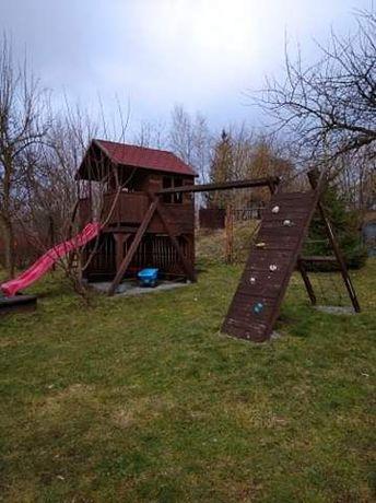 Duży domek dla dzieci razem z placem zabaw!