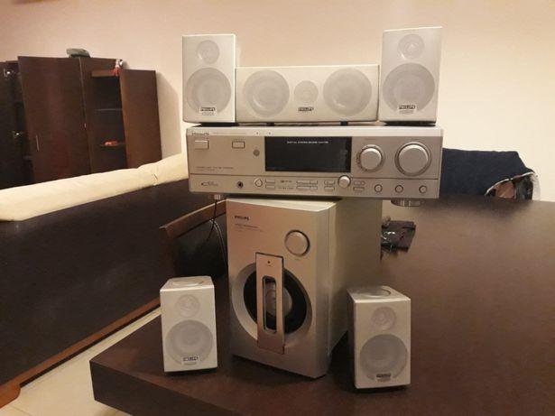 BAIXA PREÇO - Televisão e móvel Philips c/ Digital Cinema Sound Center