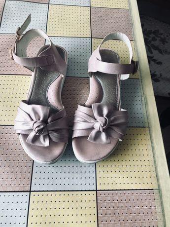 Босоніжки Дитяче взуття