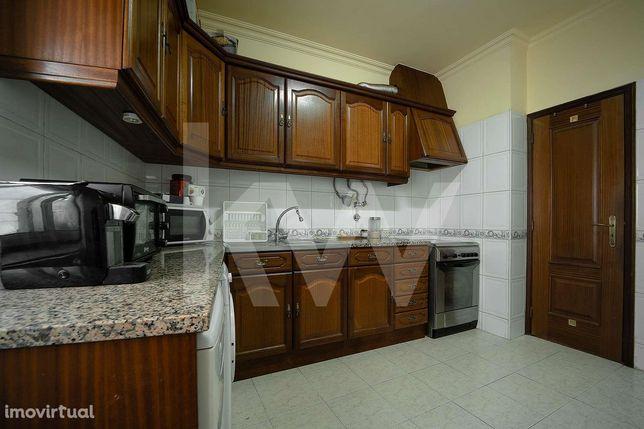 Apartamento T2 no centro da Azambuja perto da estação | Investimento (
