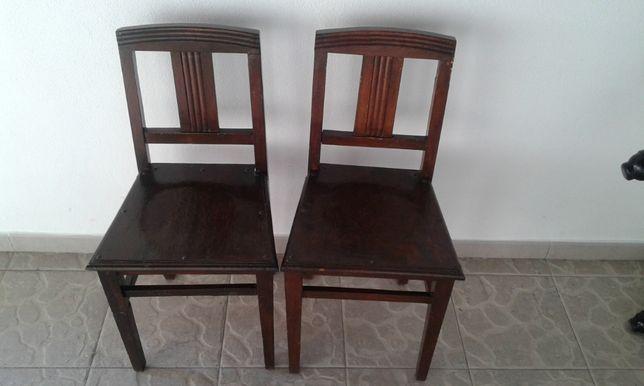 2 cadeiras de madeira antigas