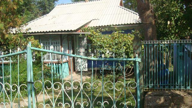 Продам будинок з земельною ділянкою і господарчими пристройками