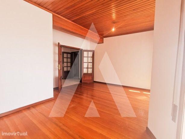 Apartamento T3 + estúdio no sótão em Esgueira