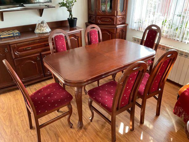 meble do salonu komoda stół krzesła i dwie witryny