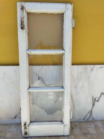 Janelas Antigas Madeira e Vidro