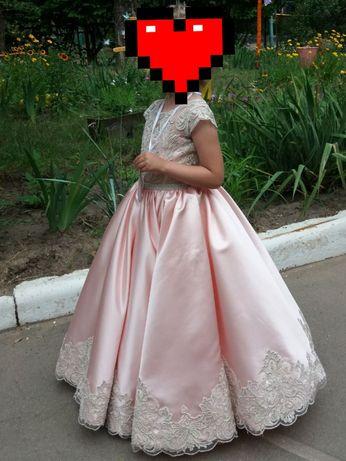 Очень красивое бальное платье на девочку 6-7 лет