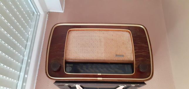 Rádio Antigo com mais  50anos