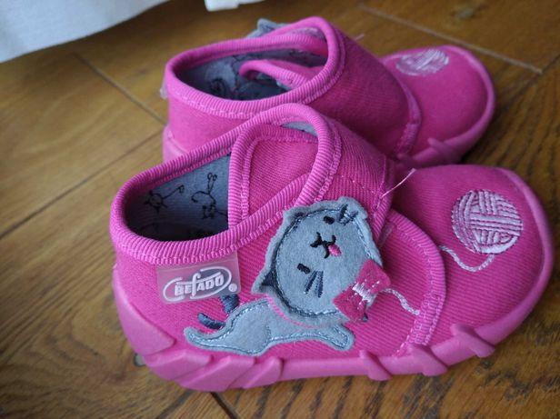 Befado buty kapcie rozmiar 19 dł.wkładki 12,5 cm.Różowe, jak nowe.
