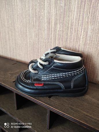 Пинетки, пинеточки, ботинки осенние, кожаные фирма KicKers 18 размер