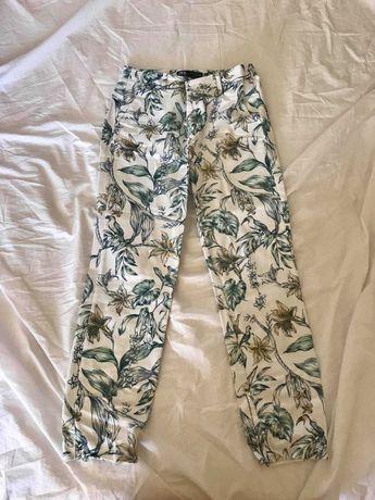 calças floridas da ZARA com portes incluídos