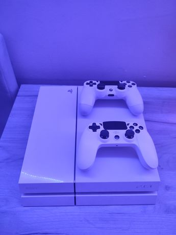 Sprzedam konsole PlayStation 4 w wersji White
