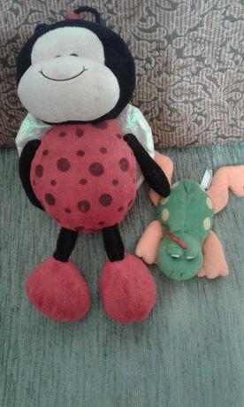 мягкие игрушки божья коровка и лягушка