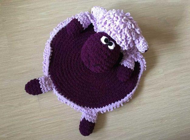Вязанный тёплый коврик барашек, детский. Коврик игрушка.