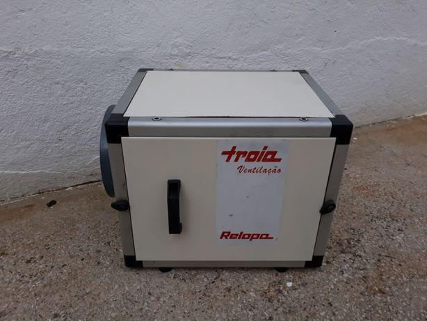 Caixa p/ ventilador da marca Troia