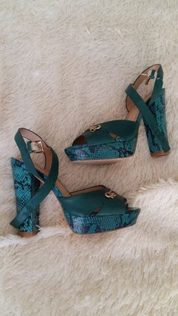 Зеленые босоножки туфли туфельки.