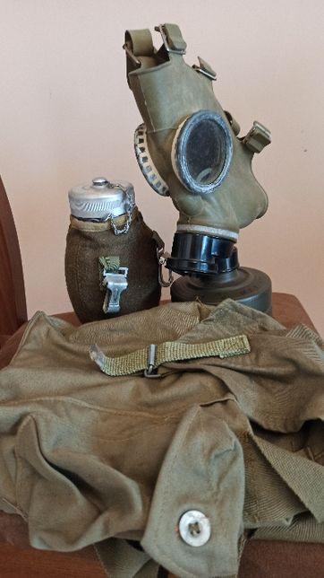 Manierka wojskowa wraz z maską p. gaz