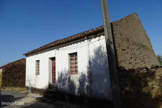 living house with outbuildings, ideal to turn into a guest house