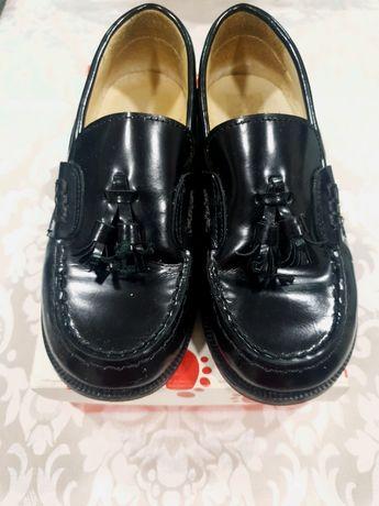 Sapatos  pretos em pele genuína